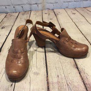 Clarks brown sling back clogs w wooden heel. 6.5
